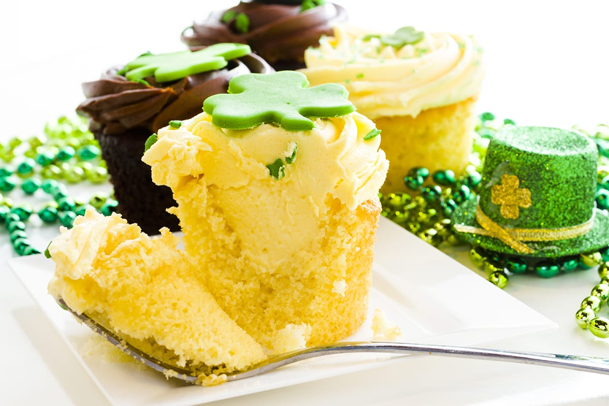 St Patrick's Day Desserts - Pot of Gold Cupcakes