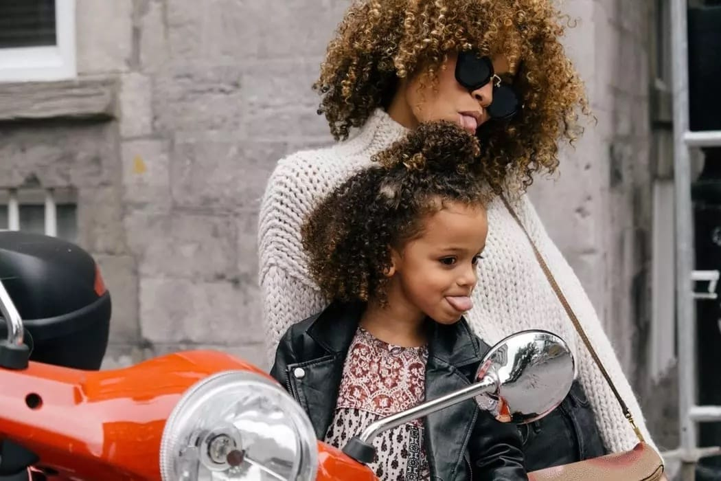 Woman-and-daughter-with-Curly-Hair