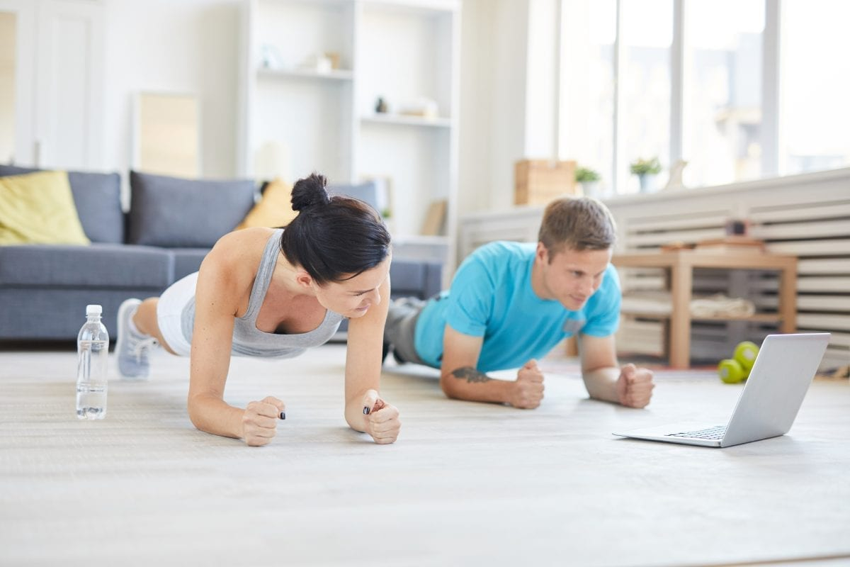 Couple-Doing-Planks-at-Home