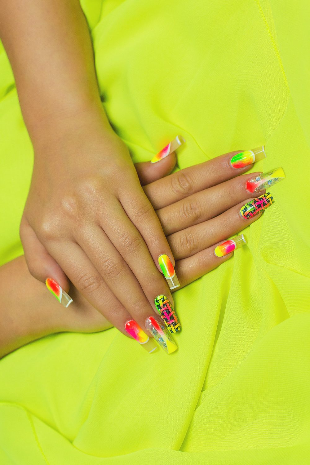 Neon Nails Trends